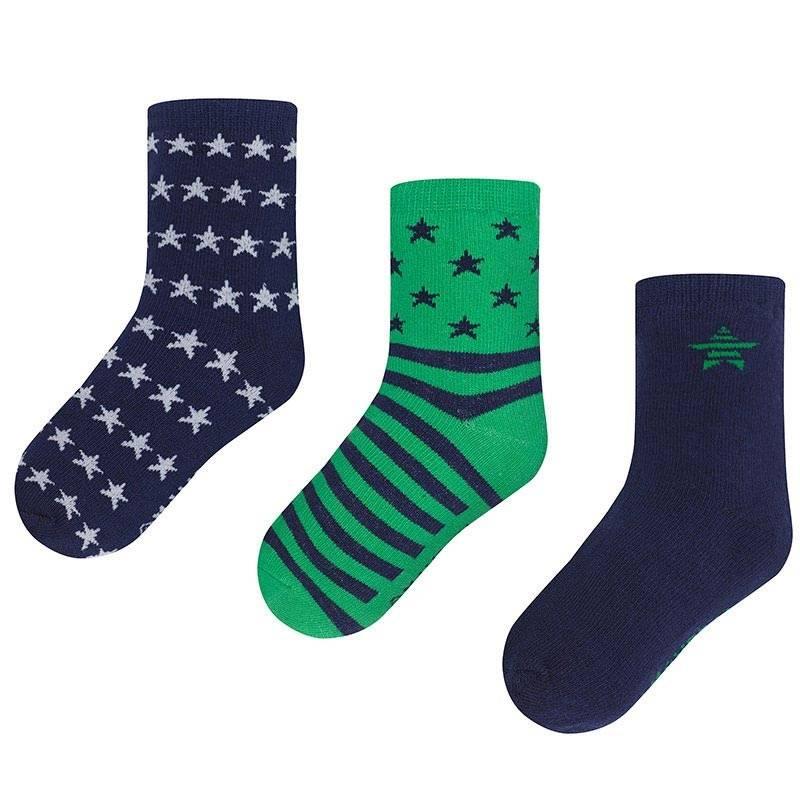 Комплект носковКомплект носков зеленогоцвета марки Mayoralдля мальчиков.<br>В комплект входит три пары хлопковых носков. Носочки выполнены в сине-зеленыхтонах и декорированы синимиполосками и звездами.<br><br>Размер: 6 лет<br>Цвет: Зеленый<br>Рост: 116<br>Пол: Для мальчика<br>Артикул: 646167<br>Страна производитель: Китай<br>Сезон: Всесезонный<br>Состав: 77% Хлопок, 20% Полиамид, 3% Эластан<br>Бренд: Испания