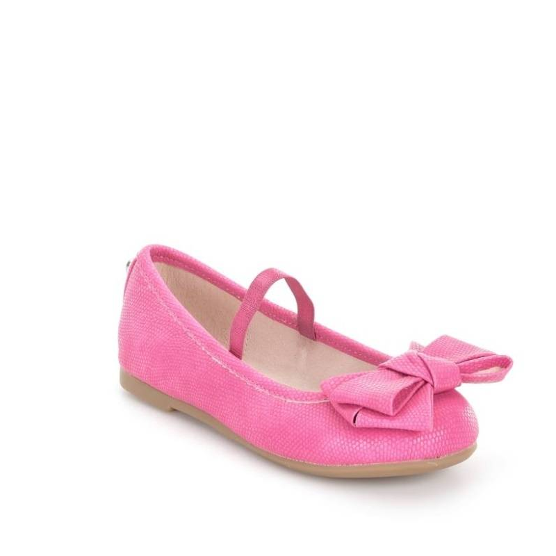 ТуфлиТуфли розовогоцвета марки Mayoral для девочек.<br>Нежные туфлисо стелькой из натуральной кожи украшенымилым бантом и выполнены в красивом цвете.Внутри модельимеет ремешок-резинку для удобства фиксации ноги.<br><br>Размер: 32<br>Цвет: Розовый<br>Пол: Для девочки<br>Артикул: 646487<br>Бренд: Испания<br>Страна производитель: Вьетнам<br>Сезон: Весна/Лето<br>Материал верха: Полиуретан<br>Материал подкладки: Натуральная кожа / Текстиль<br>Материал стельки: Натуральная кожа<br>Материал подошвы: Резина
