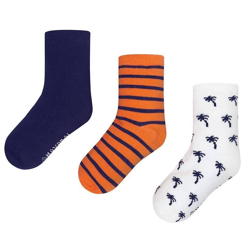 Комплект носковКомплект носков оранжевогоцвета марки Mayoralдля мальчиков.<br>В комплект входит три пары хлопковых носков. Носочки выполнены в синих, белых и оранжевых тонах, а также декорированы синимиполосками и изображением пальм.<br><br>Размер: 4 года<br>Цвет: Оранжевый<br>Рост: 104<br>Пол: Для мальчика<br>Артикул: 646162<br>Страна производитель: Китай<br>Сезон: Всесезонный<br>Состав: 77% Хлопок, 20% Полиамид, 3% Эластан<br>Бренд: Испания