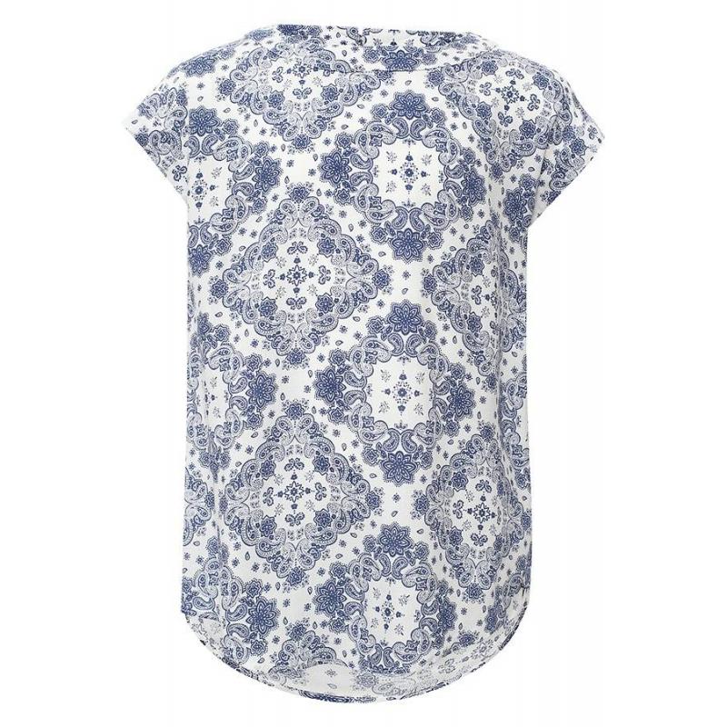 БлузкаБлузкабелогоцвета марки Finn Flare.<br>Стильная легкая блузка выполнена в приятнойрасцветкеиз стопроцентной вискозы. Модель свободного кроя выгодно подчеркнута принтомтурецкий огурец темно-синегоцвета.<br><br>Размер: 9 лет<br>Цвет: Белый<br>Рост: 134<br>Пол: Для девочки<br>Артикул: 646877<br>Страна производитель: Китай<br>Сезон: Весна/Лето<br>Состав: 100% Вискоза<br>Бренд: Финляндия