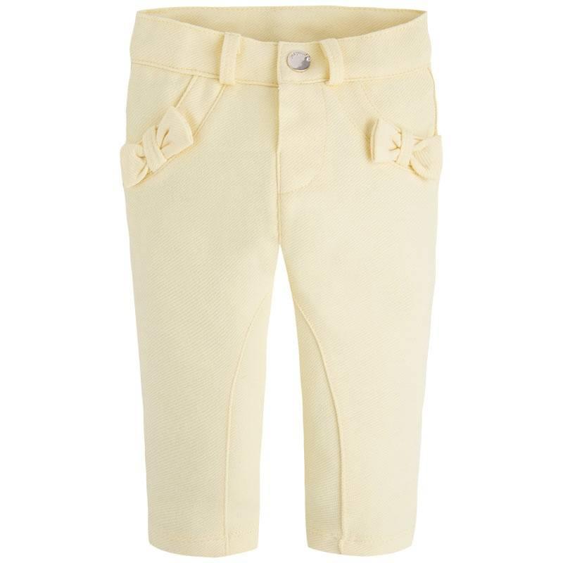 БрюкиБрюки желтого цвета марки Mayoralдля девочек.<br>Эластичные зауженные брюки украшены бантиками и декоративными карманами. Модель дополнена шлевками для ремня, а также застегивается на кнопку.<br><br>Размер: 18 месяцев<br>Цвет: Желтый<br>Рост: 86<br>Пол: Для девочки<br>Артикул: 646248<br>Страна производитель: Китай<br>Сезон: Весна/Лето<br>Состав: 61% Хлопок, 35% Полиэстер, 4% Эластан<br>Бренд: Испания<br>Вид застежки: Кнопки