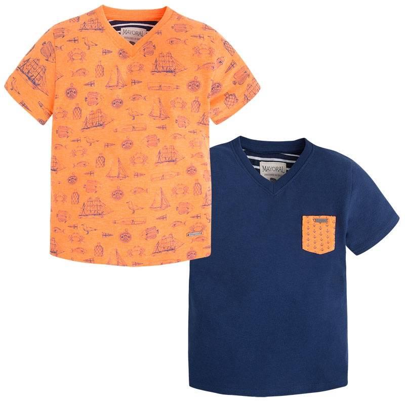 Комплект футболокКомплект футболок 2 шт. оранжевого цвета марки Mayoralдля мальчиков.<br>В комплект входит две футболки с коротким рукавом и V-образным вырезом, выполненные из хлопка. Темно-синяяфутболка дополнена оранжевымкарманом с изображениями якорей, а оранжеваявыгодно подчеркнута принтом в морском стиле.<br><br>Размер: 8 лет<br>Цвет: Оранжевый<br>Рост: 128<br>Пол: Для мальчика<br>Артикул: 646737<br>Страна производитель: Бангладеш<br>Сезон: Весна/Лето<br>Состав: 65% Полиэстер, 35% Хлопок<br>Бренд: Испания