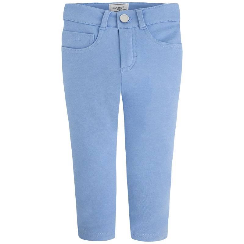 БрюкиБрюки голубогоцвета марки MAYORAL для девочек.<br>Хлопковые зауженные брюки украшены декоративными передними карманами и дополнены двумя задними функциональными. Пояс на резинке регулируется специальными пуговицами на внутренней стороне<br><br>Размер: 7 лет<br>Цвет: Голубой<br>Рост: 122<br>Пол: Для девочки<br>Артикул: 646914<br>Страна производитель: Китай<br>Сезон: Весна/Лето<br>Состав: 95% Хлопок, 5% Эластан<br>Бренд: Испания<br>Вид застежки: Молния