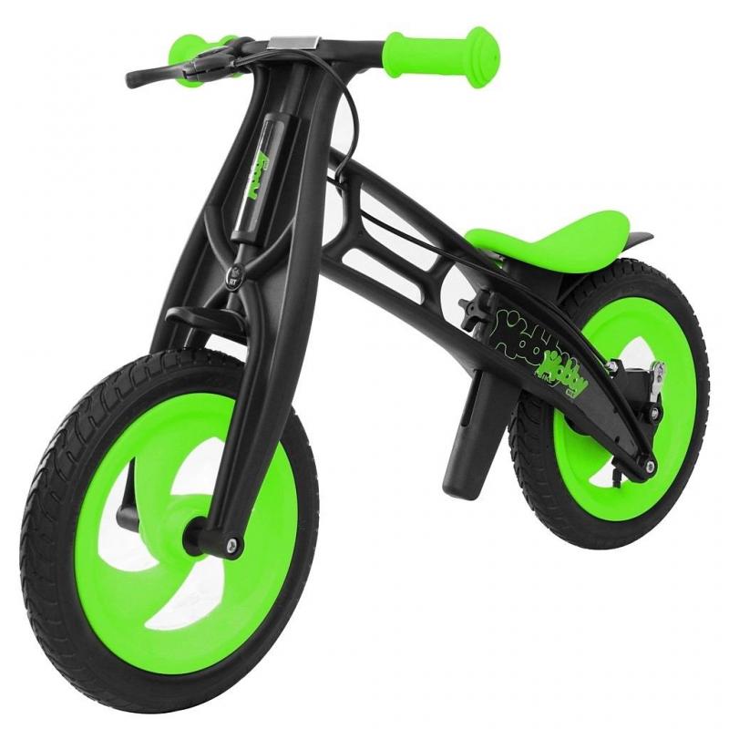 Велобалансир-беговел Hobby-bike RT original Fly B Черная оса KiwiВелобалансир-беговел Hobby-bike RT original Fly B Черная оса Kiwiмарки RT.<br>Яркий велобалансир-беговелFly имеет отличительную особенность - низкое расположение сиденья - 30,5 см. Можно снять пластиковые детали и установить сиденье на высоту в 42 см. Стильная модель оснащена эргономичным нескользящим сиденьем, выполненным из силикона. Регулируемое сиденье мягкое и комфортное, ребенку на нем будет удобно и безопасно.<br>Угол поворота у руля сделан максимально безопасным и с таким рулем обеспечивается маневренность, не позволяющая беговелу упасть. Модель с надувными колесамис протектором волна, обеспечивающимихорошую проходимость и максимальное сцепление с дорой, а ручной тормоз отвечает за безопасность при разгоне.<br>Стильный велобалансир-велосипед не оставит ребенка равнодушным. С этой моделью ваш ребенок проведет время весело и с пользой.<br>Размер изделия: 83х54х42см.<br>Размер упаковки:68,5х17х35 см.<br>Высота сиденья: минимальная - 30,5см, а максимальная - 42см.<br>Максимальная нагрузка: 50 кг.<br><br>Цвет: Зеленый<br>Возраст от: 2 года<br>Пол: Не указан<br>Артикул: 650309<br>Бренд: Россия<br>Размер: от 2 лет