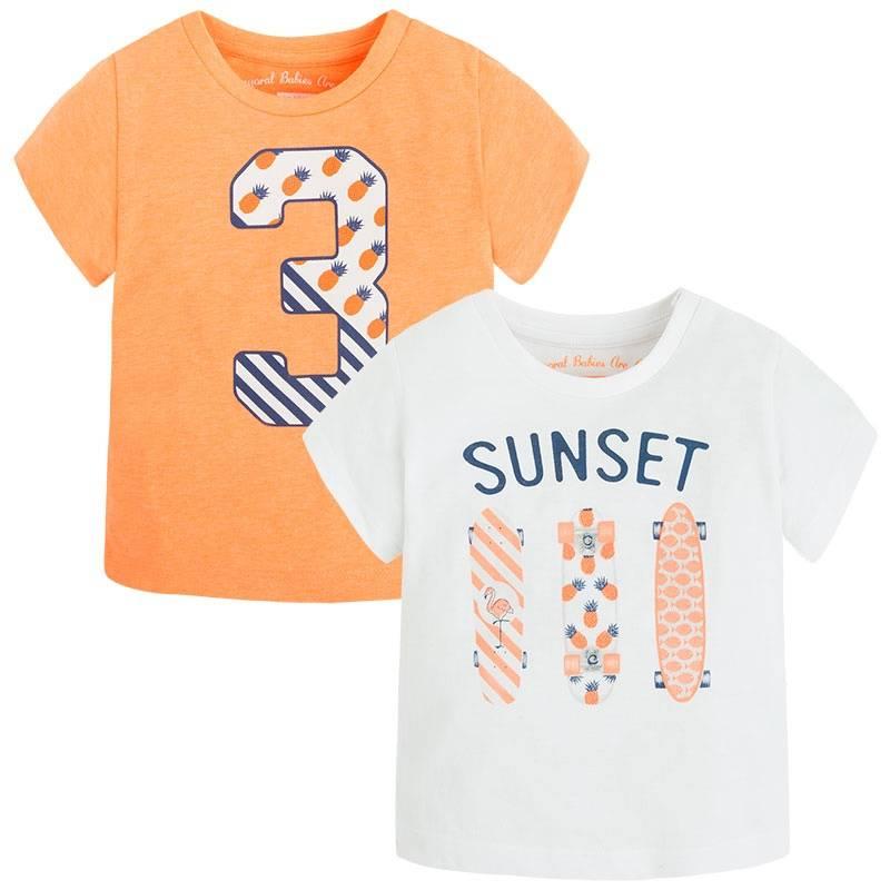 Комплект футболокКомплект футболок 2 шт. оранжевогоцвета марки Mayoralдля мальчиков.<br>В комплект входит две модные футболки с коротким рукавом, выполненные из чистого хлопка. Белаяфутболка украшена принтом с надписью SUNSET и изображением трёх скейтбордов. Оранжеваяфутболка декорированастильным принтом с изображением цифры 3. Модель дополнена кнопками на плечевом шве для удобства переодевания малыша.<br><br>Размер: 12 месяцев<br>Цвет: Оранжевый<br>Рост: 80<br>Пол: Для мальчика<br>Артикул: 646999<br>Бренд: Испания<br>Страна производитель: Бангладеш<br>Сезон: Весна/Лето<br>Состав: 100% Хлопок