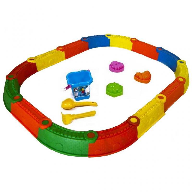 Песочница Стена Замка KinderwayПесочница Стена Замка Kinderway марки RT.<br>Яркая пластиковая песочница выполнена в виде стены замка и включает в себя 14 элементов разных цветов, которые можно вставлять друг в друга. Собрать песочницу не составит труда, а после ее разбора можно сложить все элементы обратно в коробку для хранения, в которой она поставляется.<br>Модель подходит для детей от 3 лет.<br>Размер изделия:145х114 см, высота 15 см.<br>Размер упаковки:56х54х27см.<br>Вес: 3,9 кг.<br><br>Возраст от: 3 года<br>Пол: Не указан<br>Артикул: 650321<br>Бренд: Россия<br>Размер: от 3 лет