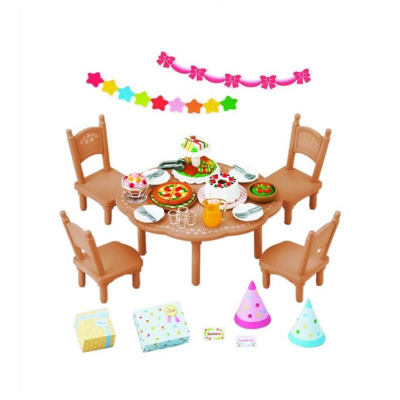 Набор ВечеринкаНабор Вечеринка марки Sylvanian Families.<br>В набор входит: стол, 4 стула, гирлянды, колпаки, подарки, посуда и разнообразные угощения.<br><br>Возраст от: 4 года<br>Пол: Для девочки<br>Артикул: 653048<br>Страна производитель: Китай<br>Бренд: Япония<br>Размер: от 4 лет