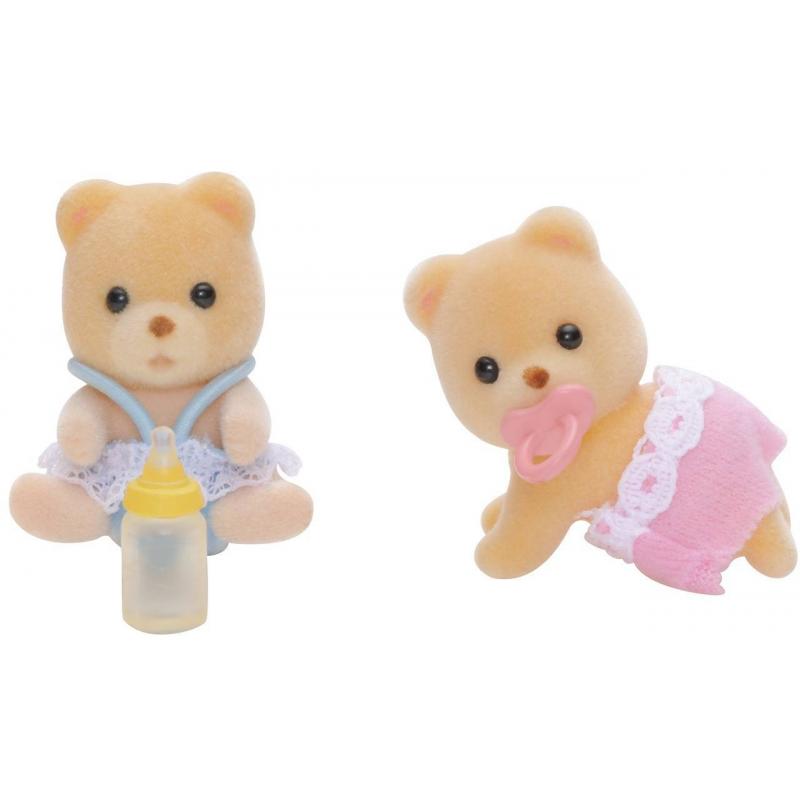 Набор Мишки-двойняшкиНабор Мишки-двойняшки марки Sylvanian Families.<br>В набор входит: два малыша медвежонкав милой одежде, пустышка и детская бутылочка.<br><br>Возраст от: 3 года<br>Пол: Для девочки<br>Артикул: 653078<br>Страна производитель: Китай<br>Бренд: Япония<br>Размер: от 3 лет