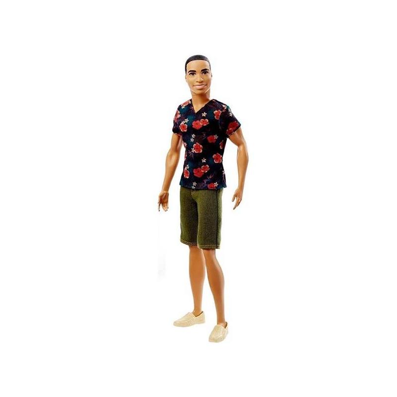 Кукла Кен Игра с модойКукла Кениз серии Игра с модой марки Mattel.<br>Кен-брюнет одет встильную футболку темно-синего цвета, декорированную гавайским принтом, и джинсовые шорты цвета хаки. Модный образ завершают лоферы бежевого цвета.<br><br>Возраст от: 3 года<br>Пол: Для девочки<br>Артикул: 647464<br>Страна производитель: Китай<br>Бренд: США<br>Лицензия: Barbie<br>Размер: от 3 лет