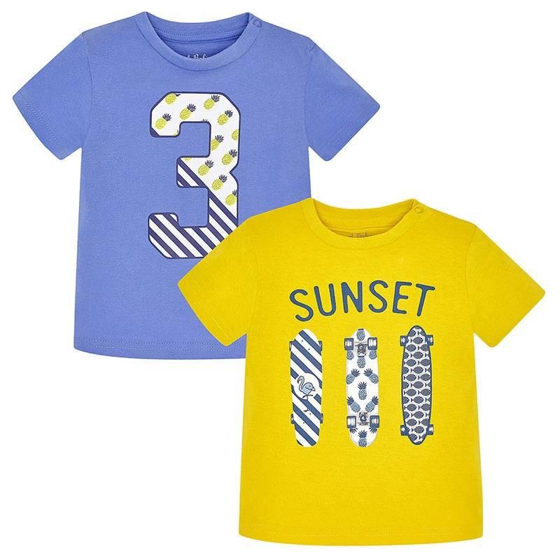 Комплект футболокКомплект футболок 2 шт. желтогоцвета марки Mayoralдля мальчиков.<br>В комплект входит две модные футболки с коротким рукавом, выполненные из чистого хлопка. Желтаяфутболка украшена принтом с надписью SUNSET и изображением трёх скейтбордов. Голубаяфутболка декорированастильным принтом с изображением цифры 3. Модель дополнена кнопками на плечевом шве для удобства переодевания малыша.<br><br>Размер: 9 месяцев<br>Цвет: Желтый<br>Рост: 74<br>Пол: Для мальчика<br>Артикул: 647381<br>Бренд: Испания<br>Страна производитель: Бангладеш<br>Сезон: Весна/Лето<br>Состав: 100% Хлопок