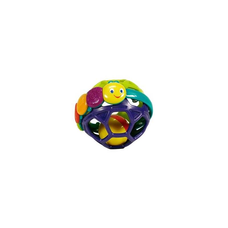 Развивающая игрушка Гибкий шарикРазвивающая игрушка Гибкий шарик марки Bright Starts.<br>Игрушка выполнена из гибкого, мягкого, а главное, экологически чистого пластика, который позволит вашему малышу сжимать и сгибать шарик. Ребенок сможет развивать хватательные рефлексы и катать шарик по полу. Гусеница, с различными цветными текстурами, прекрасно разовьет у малыша мелкую моторику. В шарике имеются маленькие колокольчики, которые делают из него погремушку. Во время катания или тряски, игрушка издает веселые звуки.<br>Размер: 11х11х10 см.<br><br>Возраст от: 0 месяцев<br>Пол: Не указан<br>Артикул: 653276<br>Бренд: США<br>Размер: от 0 месяцев