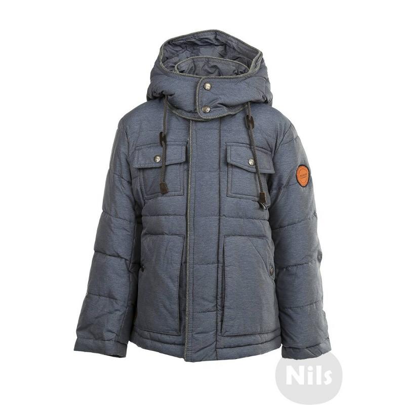 КурткаТеплая куртка голубогоцвета марки PULKA для мальчиков. Куртка со съемным капюшоном сшитаиз полностью непродуваемого материала, поэтому хорошо защищает от ветра. Подкладка выполненаиз мягкого приятного на ощупь материала. Есть два глубоких кармана на кнопках и два маленьких нагрудных кармана с клапанами. Низ куртки регулируетсяэластичным шнурком с застежками. На рукавах удобные внутренние манжеты. Температурный режим: до -35° -40°<br><br>Размер: 6 лет<br>Цвет: Голубой<br>Рост: 116<br>Пол: Для мальчика<br>Артикул: 605885<br>Страна производитель: Китай<br>Сезон: Осень/Зима<br>Состав: 100% Полиэстер<br>Состав подкладки: 100% Полиэстер / 65% Полиэстер, 35% Хлопок<br>Бренд: Италия<br>Наполнитель: 100% Полиэстер<br>Температура: до -35° -40°