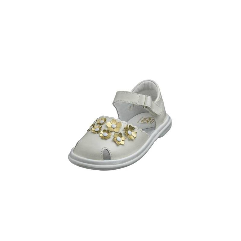 СандалетыСандалеты молочногоцвета марки Топ-Топ длядевочек.<br>Стильные сандалеты на липучке выгодно подчеркнуты милыми цветочками золотого цвета.Подошва из ТЭП легкая и упругая,такжеимеет высокую стойкость к истиранию, такая обувь прослужит долго. Стелька из натуральной кожи позволяет ножкам дышать и отличается исключительной мягкостью.<br><br>Размер: 23<br>Цвет: Бежевый<br>Пол: Для девочки<br>Артикул: 647729<br>Страна производитель: Россия<br>Сезон: Весна/Лето<br>Материал верха: Искусственная кожа<br>Материал стельки: Натуральная кожа<br>Материал подошвы: ТЭП (термопластик)<br>Бренд: Россия