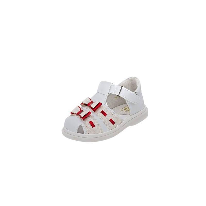 СандалетыСандалеты белогоцвета марки Топ-Топдлядевочек.<br>Стильные сандалеты на липучке выгодно подчеркнуты блестящими вставками, а также милыми бантиками ярко-красного цвета.Подошва из ТЭП легкая и упругая,такжеимеет высокую стойкость к истиранию, такая обувь прослужит долго. Стелька из натуральной кожи позволяет ножкам дышать и отличается исключительной мягкостью.<br><br>Размер: 20<br>Цвет: Белый<br>Пол: Для девочки<br>Артикул: 647726<br>Страна производитель: Россия<br>Сезон: Весна/Лето<br>Материал верха: Искусственная кожа<br>Материал стельки: Натуральная кожа<br>Материал подошвы: ТЭП (термопластик)<br>Бренд: Россия