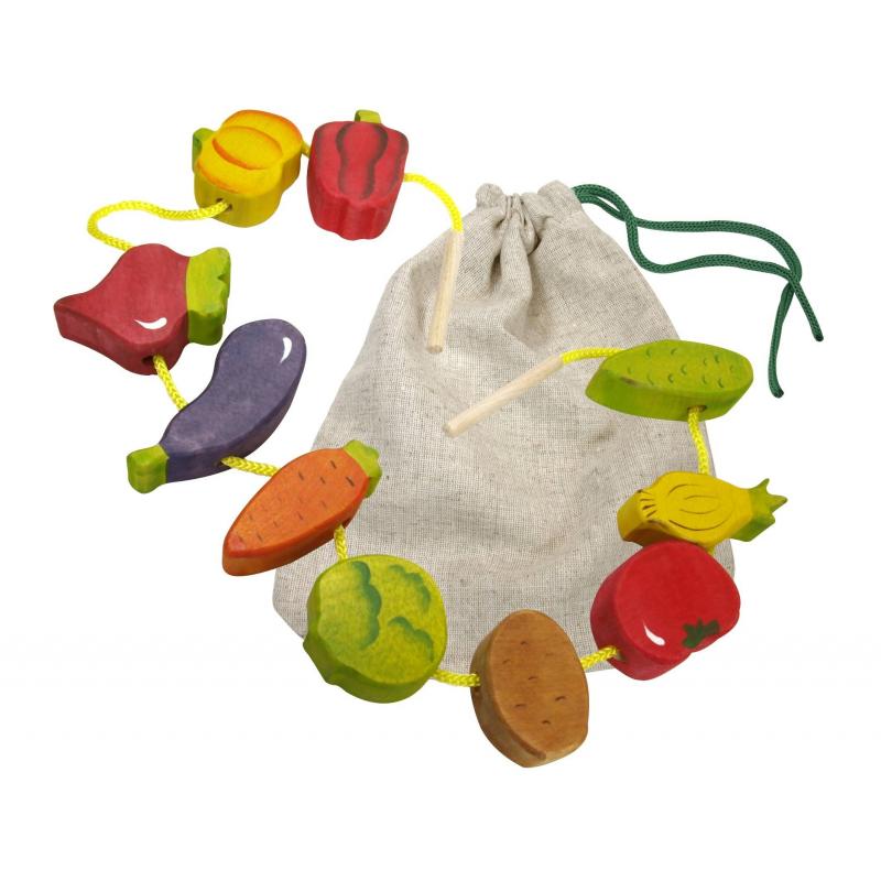 Шнуровка ОвощиШнуровка Овощи марки Сказки дерева.<br>Набор представляет собой небольшие красочные фигурки различных овощей, которые необходимо нанизывать на шнурок.Ребенок может использовать шнуровку непосредственно по назначению, осваивая науку шнурования. Второй вариант игры – спрятать все овощи в мешочек и, запуская в него руку, угадывать названия овощей. Эта забава отлично развивает мышление.<br>Отшлифованные фигурки с гладкими краями выполнены из цельного дерева, расписанного вручную безвредными красками.<br><br>Возраст от: 3 года<br>Пол: Не указан<br>Артикул: 647560<br>Бренд: Россия<br>Размер: от 3 лет