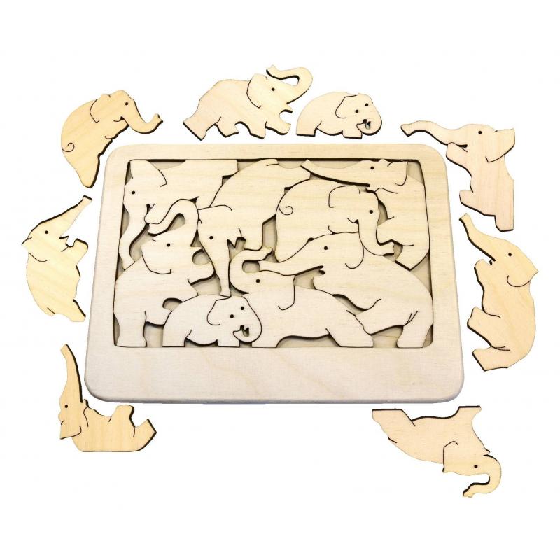 Головоломка СлоныГоловоломка Слонымарки Сказки дерева.<br>Головоломка-пазл выполнена из неокрашенного дерева и представляет собой прямоугольнуюоснову с 8 деталями в виде слонов, которых нужно все поместить на свое место. Собирая пазл ребенок развивает пространственное мышление, мелкую моторику рук и весело проводит время.<br>Размер: 18х14см.<br><br>Возраст от: 3 года<br>Пол: Не указан<br>Артикул: 647572<br>Бренд: Россия<br>Размер: от 3 лет