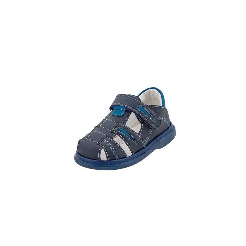 СандалетыСандалетытемно-синегоцвета марки Топ-Топдлямальчиков.<br>Стильные сандалеты на липучке выполнены в насыщенном цвете и выгодно подчеркнуты синимивставками, а также контрастной строчкой.Подошва из ТЭП легкая и упругая,такжеимеет высокую стойкость к истиранию, такая обувь прослужит долго. Стелька из натуральной кожи позволяет ножкам дышать и отличается исключительной мягкостью.<br><br>Размер: 22<br>Цвет: Темносиний<br>Пол: Для мальчика<br>Артикул: 647629<br>Страна производитель: Россия<br>Сезон: Весна/Лето<br>Материал верха: Искусственная кожа<br>Материал стельки: Натуральная кожа<br>Материал подошвы: ТЭП (термопластик)<br>Бренд: Россия