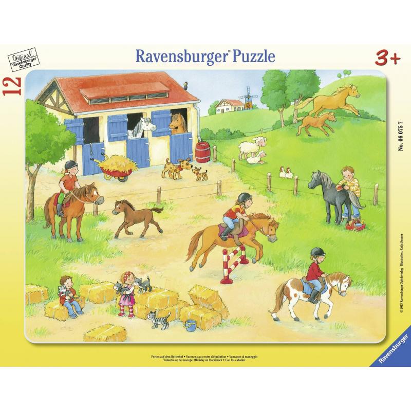 Пазл Выходные на конюшнеПазл Выходные на конюшне маркиRavensburger.<br>Включает 12элементов.<br>Размер картинки: 24,5х32,5 см.<br><br>Возраст от: 3 года<br>Пол: Не указан<br>Артикул: 653641<br>Бренд: Германия<br>Размер: от 3 лет