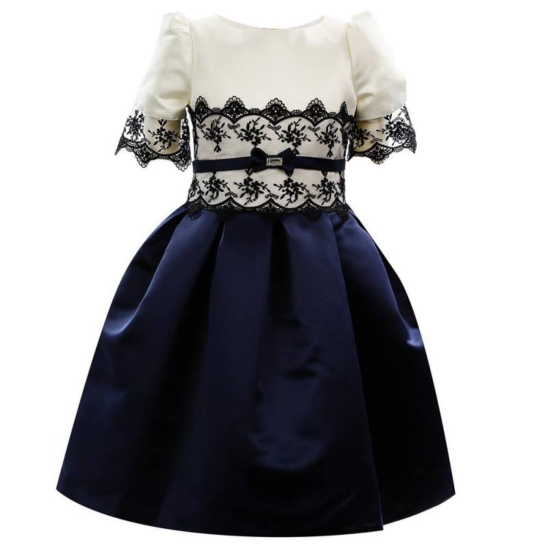 ПлатьеПлатье темно-синегоцвета марки Fansy Way.<br>Праздничное платье с пышной многослойной юбкой выполнено из атласа, дополнено подъюбником из фатина и хлопковой подкладкой. Лиф молочного цвета, украшенный нежным кружевом, выгодно подчеркивает насыщенный цвет юбки. Платье застегивается на потайную молнию и шнуровку на спинке.<br>Нарядное платье Fansy Wayстанет самым изысканным нарядом на праздничном мероприятии.<br><br>Размер: 9 лет<br>Цвет: Темносиний<br>Рост: 134<br>Пол: Для девочки<br>Артикул: 647754<br>Страна производитель: Россия<br>Сезон: Всесезонный<br>Состав верха: 100% Полиэстер<br>Состав подкладки: 100% Хлопок<br>Бренд: Россия<br>Вид застежки: Молния