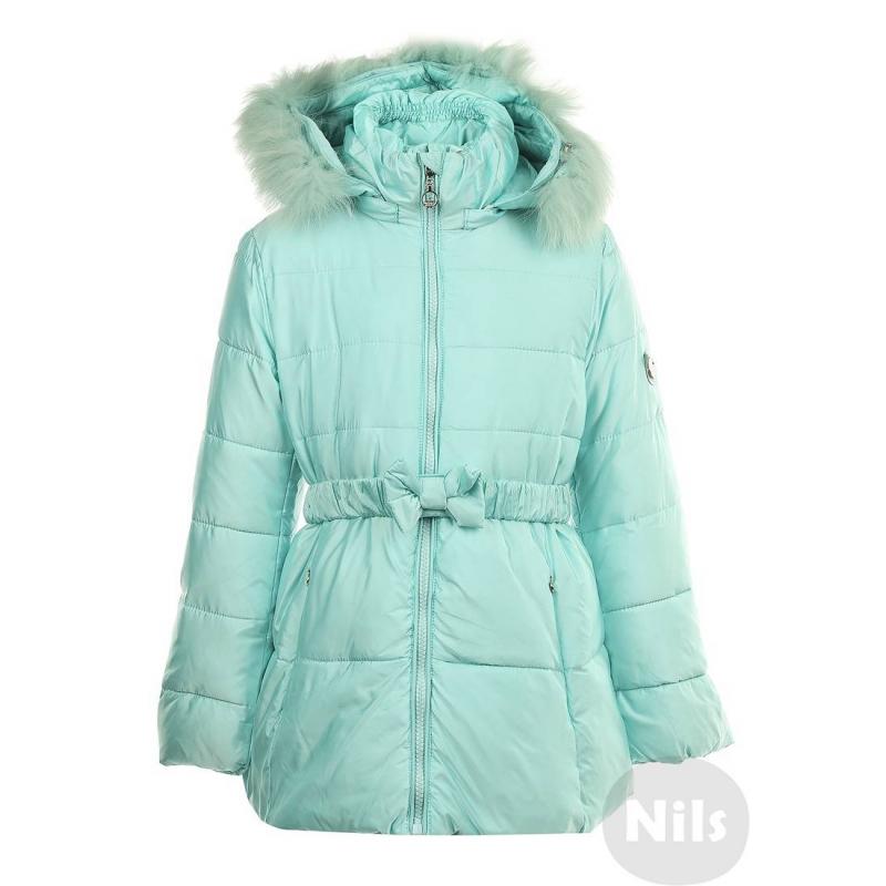 КурткаТеплая куртка бирюзовогоцвета марки PULKA для девочек. Очень теплая приталенная куртка со съемным капюшоном сшита из полностью непродуваемого материала, поэтому хорошо защищает от ветра. Куртказастегивается на молнию, есть два кармана спереди, а также съемный эластичный пояс на кнопках, украшенный бантом. Низ регулируется специальным шнурком. Подкладка из трикотажа с добавлением хлопка. На рукавах удобные внутренние манжеты. Съемная отелка капюшона выполнена из натурального меха (песец). Температурный режим: до -35° -40°<br><br>Размер: 4 года<br>Цвет: Нефритовый<br>Рост: 104<br>Пол: Для девочки<br>Артикул: 605889<br>Страна производитель: Китай<br>Сезон: Осень/Зима<br>Состав: 67% Полиэстер, 33% Нейлон<br>Состав подкладки: 65% Полиэстер, 35% Хлопок<br>Бренд: Италия<br>Наполнитель: 100% Полиэстер<br>Температура: до -35° -40°