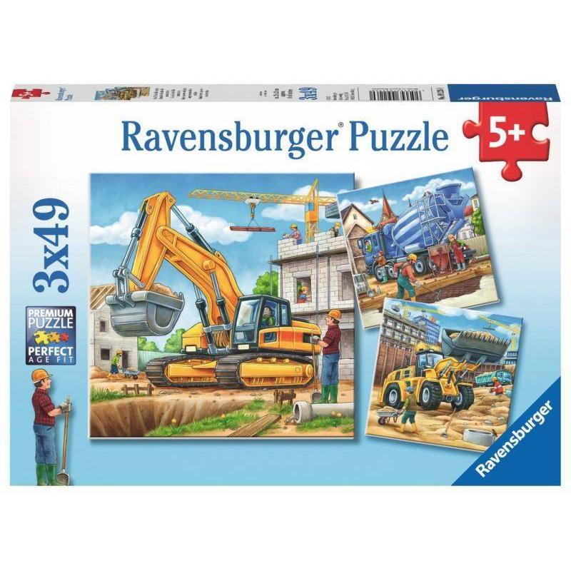 Пазл Большие строительные машины 3 шт по 49 деталейПазл Большие строительные машины3шт. марки Ravensburger для мальчиков.<br>В набор входит 3пазла по 49элементов.<br>Размер картинки: 18х18 см.<br><br>Возраст от: 5 лет<br>Пол: Для мальчика<br>Артикул: 653731<br>Бренд: Германия<br>Размер: от 5 лет<br>Количество деталей: от 101 до 200<br>Тематика: Транспорт