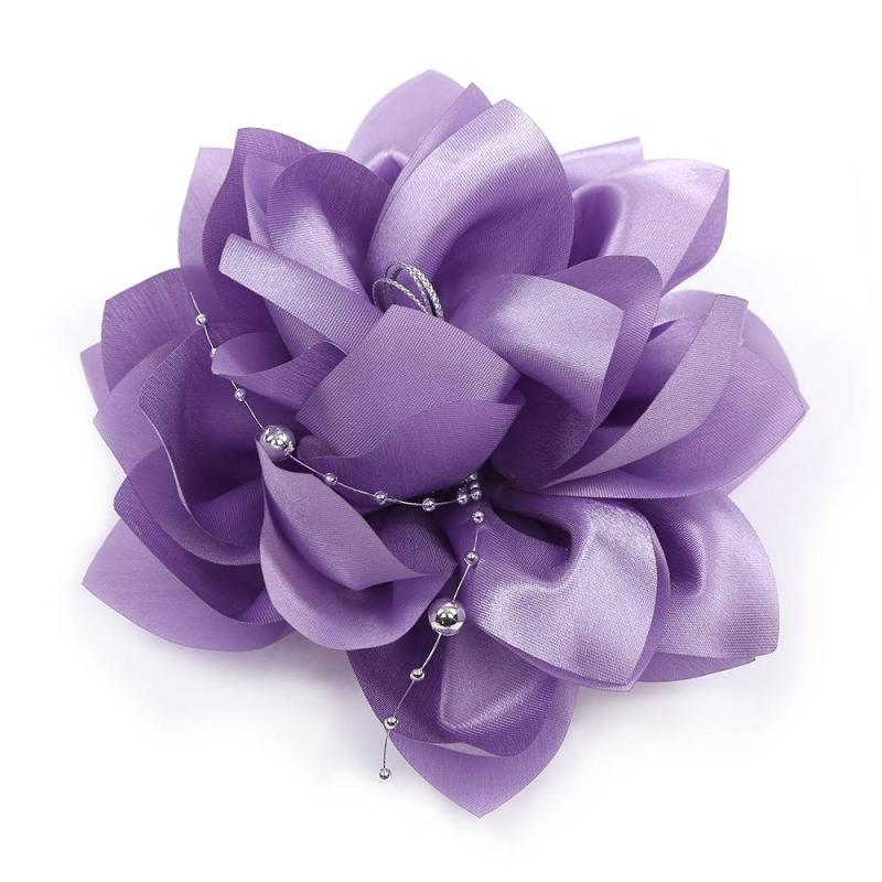 БантШкольный бант фиолетовогоцвета марки Arco Carino.<br>Пышный бант ручной работы выполнен в форме цветка с атласными лепестками и украшен серебристой нитью с бусинами. Модель крепится на волосы с помощью удобной эластичной резинки. Яркий бант украсит прическу, а также дополнит праздничный образ.<br>Диаметр: 18 см.<br><br>Цвет: Фиолетовый<br>Пол: Для девочки<br>Артикул: 647791<br>Страна производитель: Россия<br>Состав: 100% Нейлон<br>Бренд: Россия<br>Размер: Без размера