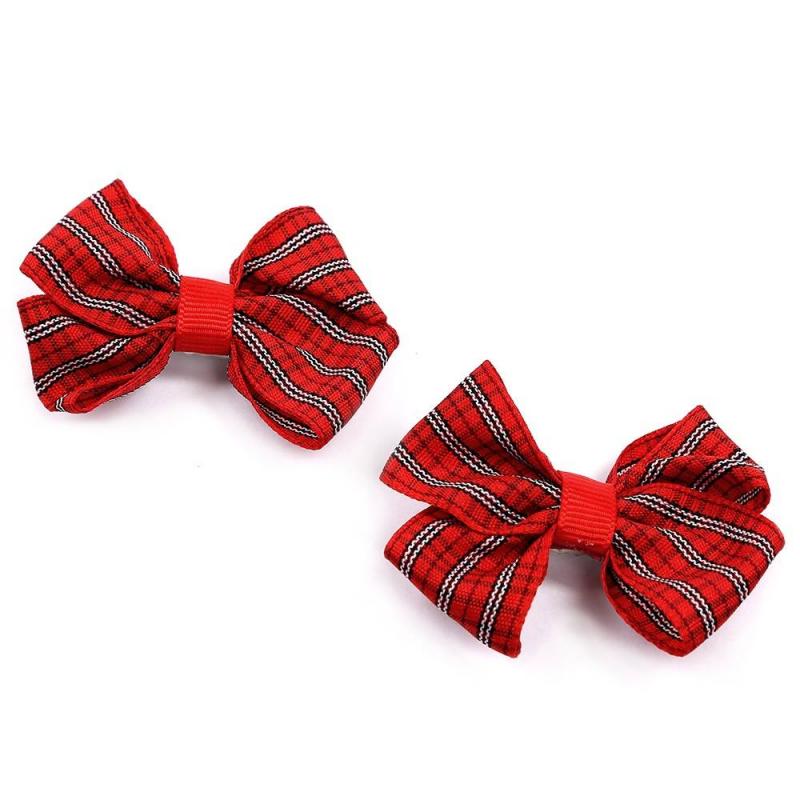 Комплект заколокКомплект заколок2 шт. красногоцвета марки Arco Carino.<br>Комплектсостоит из двух заколок-пеликан с бантиками из лент, украшенных шотландской клеткой. Стильные заколкивыгодно подчеркнут любую прическу.<br>Размеродной заколки: 7см.<br><br>Цвет: Красный<br>Пол: Для девочки<br>Артикул: 647820<br>Страна производитель: Россия<br>Бренд: Россия<br>Размер: Без размера