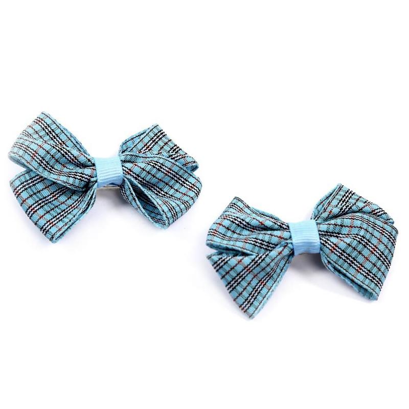 Комплект заколокКомплект заколок2 шт. голубогоцвета марки Arco Carino.<br>Комплектсостоит из двух заколок-пеликан с бантиками из лент, украшенных шотландской клеткой. Стильные заколкивыгодно подчеркнут любую прическу.<br>Размеродной заколки: 7см.<br><br>Цвет: Голубой<br>Пол: Для девочки<br>Артикул: 647819<br>Страна производитель: Россия<br>Бренд: Россия<br>Размер: Без размера