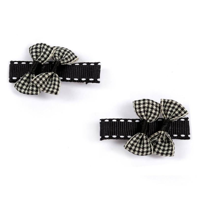 Комплект заколокКомплект заколок2 шт. черногоцвета марки Arco Carino.<br>Комплект состоит из двух заколок с застежкой пеликан, украшенных лентами с контрастной строчкой и бантиками с ломаной клеткой.Стильные заколкивыгодно подчеркнут любую прическу.<br>Размеродной заколки: 5см.<br><br>Цвет: Черный<br>Пол: Для девочки<br>Артикул: 647823<br>Бренд: Россия<br>Страна производитель: Россия<br>Размер: Без размера