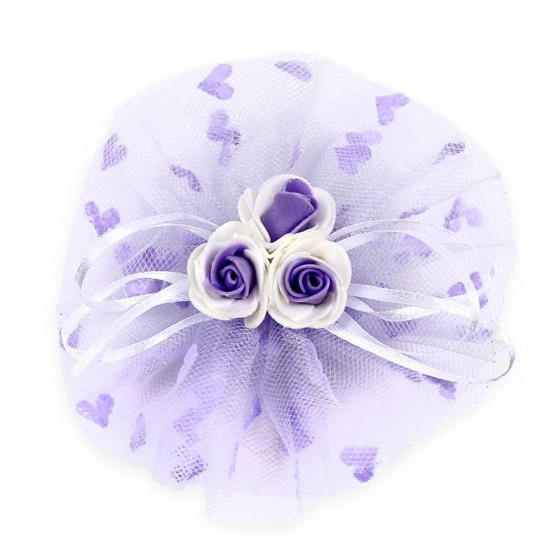 БантПраздничныйбант фиолетовогоцвета марки Arco Carino.<br>Бант ручной работы выполнен в форме цветка из фатина, а также украшен тремя розочками по центру и тонкими лентами. Модель крепится на волосы с помощью удобной эластичной резинки. Бант украсит прическу и дополнит праздничный образ.<br>Диаметр: 12 см.<br><br>Цвет: Фиолетовый<br>Пол: Для девочки<br>Артикул: 647781<br>Страна производитель: Россия<br>Бренд: Россия<br>Размер: Без размера