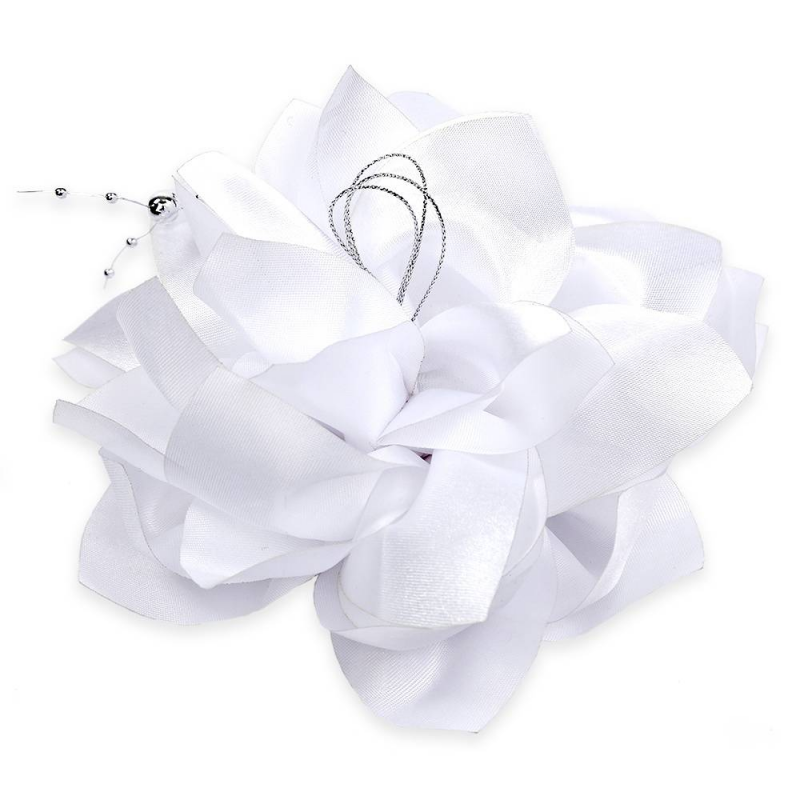 БантШкольный бант белогоцвета марки Arco Carino.<br>Пышный бант ручной работы выполнен в форме цветка с атласными лепестками и украшен серебристой нитью с бусинами. Модель крепится на волосы с помощью удобной эластичной резинки. Яркий бант украсит прическу, а также дополнит праздничный образ.<br>Диаметр: 18 см.<br><br>Цвет: Белый<br>Пол: Для девочки<br>Артикул: 647794<br>Страна производитель: Россия<br>Состав: 100% Нейлон<br>Бренд: Россия<br>Размер: Без размера