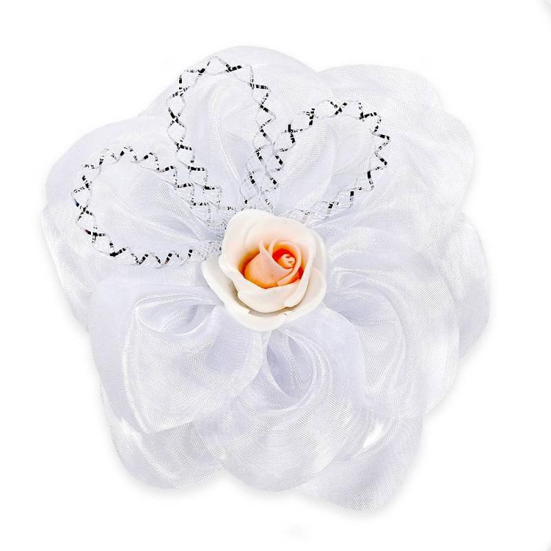 БантШкольныйбант оранжевогоцвета марки Arco Carino.<br>Стильный бант ручной работы выполнен в форме цветка, а также украшен органзой и милой розочкой в центре. Модель крепится на волосы с помощью удобной эластичной резинки. Бант украсит прическуидополнит праздничный образ.<br>Диаметр: 12 см.<br><br>Цвет: Оранжевый<br>Пол: Для девочки<br>Артикул: 647775<br>Страна производитель: Россия<br>Состав: 100% Нейлон<br>Бренд: Россия<br>Размер: Без размера
