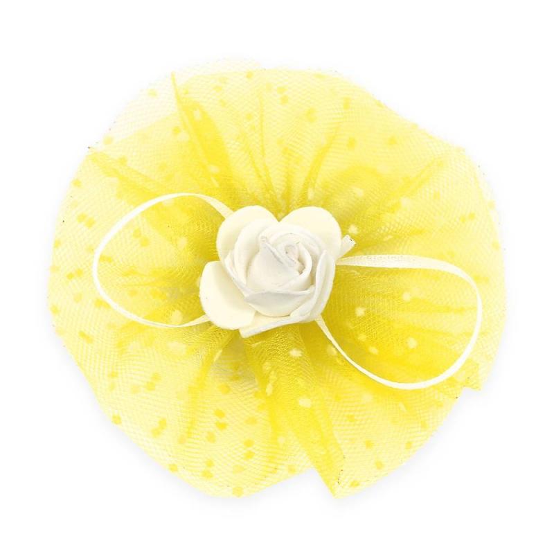 БантПраздничныйбант желтогоцвета марки Arco Carino.<br>Бант ручной работы выполнен из фатина, а также украшен милой розочкойпо центру и тонкими лентами. Модель крепится на волосы с помощью удобной эластичной резинки. Бант украсит прическу и дополнит праздничный образ.<br>Диаметр: 12 см.<br><br>Цвет: Желтый<br>Пол: Для девочки<br>Артикул: 647797<br>Бренд: Россия<br>Страна производитель: Россия<br>Размер: Без размера