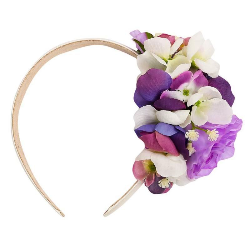ОбодокОбодок сиреневогоцвета марки Malina by Андерсен.<br>Нарядныйободок украшен милыми цветами в приятной цветовой гамме.Широкийобруч ободка обернут лентой и дополнен приятной тканью с внутренней стороны, не царапает кожу и не давит.<br><br>Цвет: Сиреневый<br>Пол: Для девочки<br>Артикул: 649028<br>Страна производитель: Россия<br>Сезон: Всесезонный<br>Бренд: Россия<br>Размер: Без размера