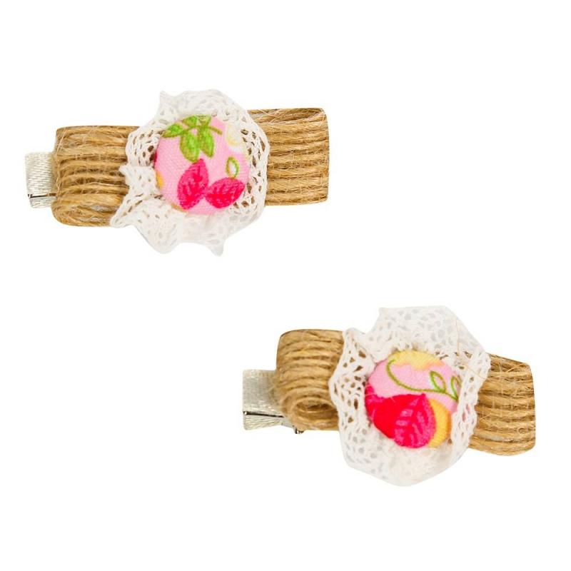 Набор заколокНабор заколокбежевогоцвета марки Malina by Андерсен.<br>Нежный набор заколок декорирован кружевом, милыми пуговицами и лентой из натурального волокна. Заколки выгодно дополнят повседневную прическу. В набор входят двезаколки.<br>Размер:4,5х2 см.<br><br>Цвет: Бежевый<br>Пол: Для девочки<br>Артикул: 649000<br>Страна производитель: Россия<br>Сезон: Всесезонный<br>Бренд: Россия<br>Размер: Без размера