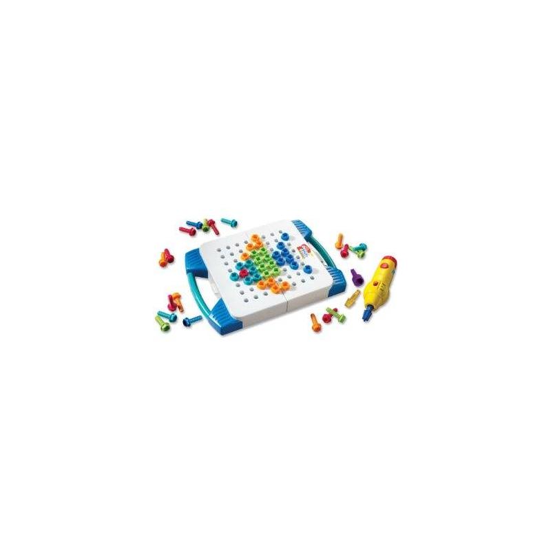 Конструктор Возьми с собойКонструктор Возьми с собой серии Design&amp;Drill марки Educational Insights для мальчиков.<br>Цветной конструктор для маленьких строителей. С помощью игрушечных инструментов и болтов ребёнок сможет создавать картины на доске. Все элементы выполнены из прочного моющегося пластика. Компактный мини-кейс удобно брать с собой в любое место.<br>Развивает воображение, творческие способности и мелкую моторику.<br>Требуется 3 батарейки типа АА (в комплект не входит).<br><br>Возраст от: 3 года<br>Пол: Для мальчика<br>Артикул: 648606<br>Бренд: США<br>Размер: от 3 лет
