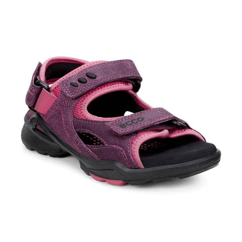 СандалииСандалиисливовогоцвета марки ECCO для девочек.<br>Спортивные сандалии Bedouin выгодно подчеркнуты подкладкой розового цвета и дополнены тремя ремешками на липучках, а также съемным задним ремешком для оптимальной посадки по ноге. Модель с верхом из промасленного нубука. Облегченная литая подошва с мягкой стелькой из микрофибры обеспечивает отличный амортизирующий эффект и делает обувь идеальной для комфортной ходьбы.<br><br>Размер: 33<br>Цвет: Сливовый<br>Пол: Для девочки<br>Артикул: 675081<br>Страна производитель: Индонезия<br>Сезон: Весна/Лето<br>Материал верха: Натуральная кожа/Текстиль<br>Материал подкладки: Текстиль<br>Материал стельки: Микрофибра<br>Материал подошвы: Полиуретан/Резина<br>Бренд: Дания