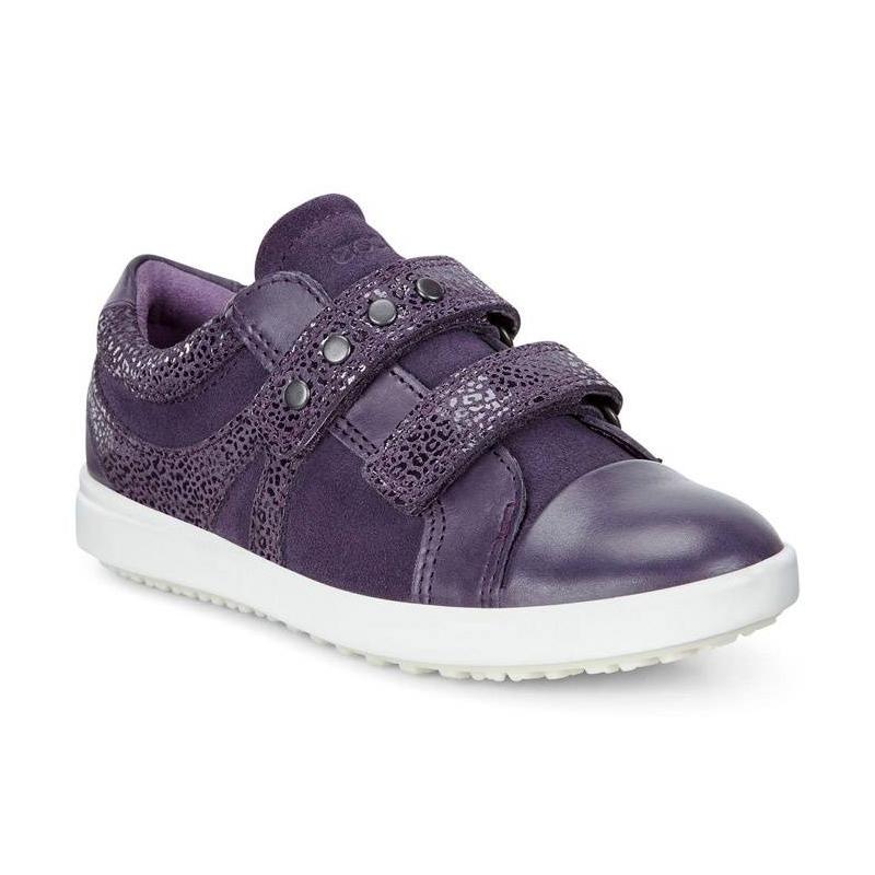 КроссовкиКроссовки фиолетовогоцвета марки ECCO длядевочек.<br>Стильные кроссовки на липучках выполнены из натуральной кожи.Насыщенный цвет выгодно подчеркивает удобную модель и помогает в созданииженственного образа. Дышащая текстильная подкладка поддерживает комфортный микроклимат в обуви. Удобная застежкаобеспечивает возможность регулирования размера и удобство надевания.Легкая полиуретановая подошва обладает амортизирующим эффектом,высокой износостойкостью и гибкостью.<br><br>Размер: 35<br>Цвет: Фиолетовый<br>Пол: Для девочки<br>Артикул: 675104<br>Страна производитель: Индонезия<br>Сезон: Весна/Лето<br>Материал верха: Натуральная кожа<br>Материал подкладки: Текстиль<br>Материал стельки: Текстиль<br>Материал подошвы: Полиуретан/Термополиуретан<br>Бренд: Дания