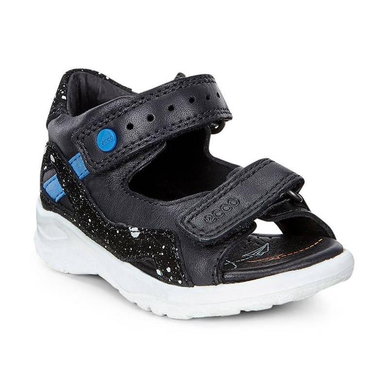 СандалииСандалиичерногоцвета марки ECCO для мальчиков.<br>Стильные сандалии выполнены из натуральной кожи и декорированы абстрактным принтом, а также контрастными вставками. Модель дополнена ремешками на липучках, которые облегчают надевание и позволяют регулировать размер. Сандалии, плотно прилегающие к стопе, позволяют ножке дышать и имеют кожаную подкладку для повышенного комфорта. Легкая, гибкая литая полиуретановая подошва обеспечивает продолжительный амортизирующий эффект и подходит для повседневной ходьбы.<br><br>Размер: 22<br>Цвет: Черный<br>Пол: Для мальчика<br>Артикул: 675398<br>Страна производитель: Индонезия<br>Сезон: Весна/Лето<br>Материал верха: Натуральная кожа<br>Материал подкладки: Натуральная кожа<br>Материал стельки: ЭВА (каучук)/Натуральная кожа<br>Материал подошвы: Полиуретан<br>Бренд: Дания