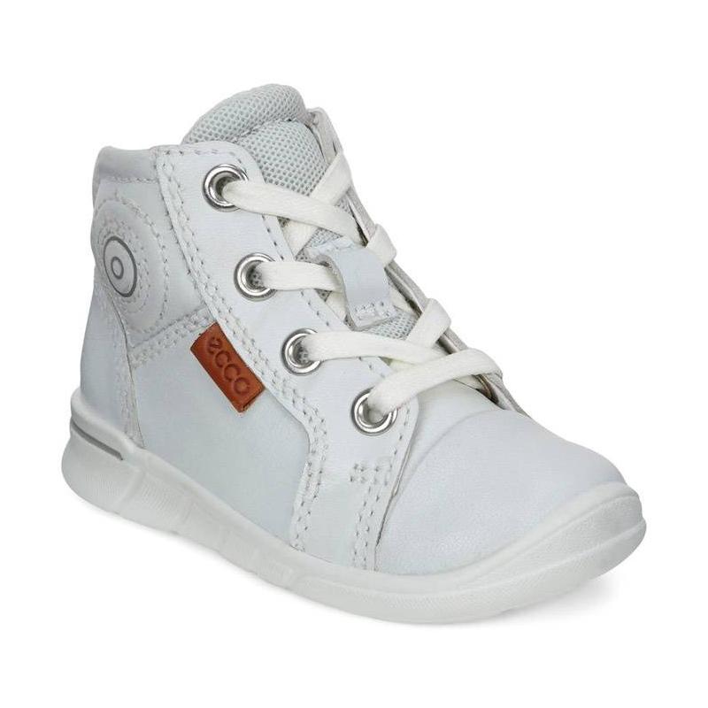 БотинкиБотинкибелогоцвета марки ECCO.<br>Стильные высокие ботинки выполнены из натуральной кожи и дополнены внутренней молнией. Модель на шнуровке, облегчающей надевание и позволяющей регулировать размер, имеет уникальные двухслойные стельки Comfort Fibre System. Кожаная подкладка обеспечивает повышенный комфорт и позволяет стопам дышать. Литая полиуретановая подошва имеет продолжительный амортизирующий эффект и гибкость, что делает ботинки идеальными для повседневной ходьбы.<br><br>Размер: 22<br>Цвет: Белый<br>Пол: Не указан<br>Артикул: 675490<br>Бренд: Дания<br>Страна производитель: Индонезия<br>Сезон: Весна/Лето<br>Материал верха: Натуральная кожа<br>Материал подкладки: Текстиль<br>Материал стельки: Натуральная кожа<br>Материал подошвы: Полиуретан