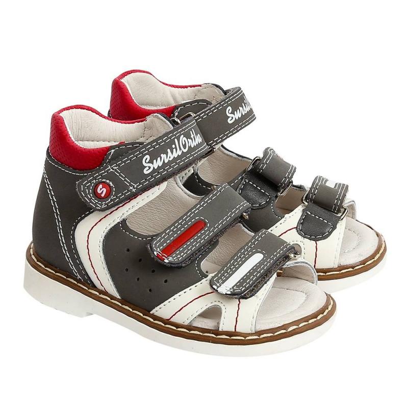 СандалетыСандалетытемно-серогоцвета марки Sursil-Ortho длямальчиков.<br>Профилактическая ортопедическая обувь Сурсил-Орто способствует правильному формированию стопы и предотвращает развитие деформации стоп у детей. Эта обувь изготовлена по специальной технологии и не может нанести вред физиологии и развитию стоп ребенка.<br>Профилактическая обувь Сурсил-Орто способствует: правильной физиологической установке стопы в обуви, формированию правильного стереотипа походки, профилактике развития плоскостопия у детей, формированию правильной осанки у детей.<br>Стильные сандалеты на липучках выполнены из натуральной кожи в насыщенном цвете и декорированы красно-белымивставками.Подошва из ТЭП легкая и упругая,такжеимеет высокую стойкость к истиранию, такая обувь прослужит долго.К тому же, если ортопедическую обувь, с подошвой, содержащей материал ТЭП, купить вовремя, это может поддержать здоровье на протяжении долгих лет.<br><br>Размер: 21<br>Цвет: Темносерый<br>Пол: Для мальчика<br>Артикул: 700111<br>Страна производитель: Россия<br>Сезон: Весна/Лето<br>Материал верха: Натуральная кожа<br>Материал подкладки: Натуральная кожа<br>Материал стельки: Натуральная кожа<br>Материал подошвы: ТЭП (термопластик)<br>Бренд: Россия