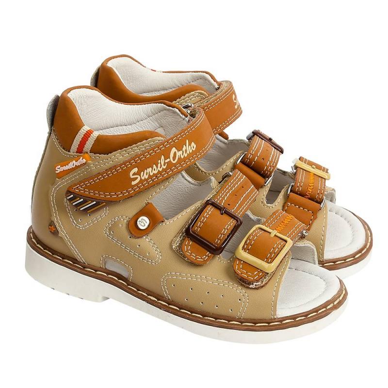 СандалетыСандалетыбежевогоцвета марки Sursil-Ortho для мальчиков.<br>Профилактическая ортопедическая обувь Сурсил-Орто способствует правильному формированию стопы и предотвращает развитие деформации стоп у детей. Эта обувь изготовлена по специальной технологии и не может нанести вред физиологии и развитию стоп ребенка. Жесткий задник, который имеют все модели профилактической ортопедической обуви Сурсил-Орто, изготовлен из специального термопласта. Такой задник фиксирует пятку в физиологически правильном положении, не давая ей заваливаться, а также сохраняет форму при длительной носке.<br>Профилактическая обувь Сурсил-Орто способствует: правильной физиологической установке стопы в обуви, формированию правильного стереотипа походки, профилактике развития плоскостопия у детей, формированию правильной осанки у детей.<br>Стильные сандалеты на липучках выполнены из натуральной кожи в насыщенном цвете и декорированы вставками коричневого цвета.Подошва из ТЭП легкая и упругая,такжеимеет высокую стойкость к истиранию, такая обувь прослужит долго.К тому же, если ортопедическую обувь, с подошвой, содержащей материал ТЭП , купить вовремя, это может поддержать здоровье на протяжении долгих лет.<br><br>Размер: 21<br>Цвет: Бежевый<br>Пол: Для мальчика<br>Артикул: 700127<br>Сезон: Весна/Лето<br>Материал верха: Натуральная кожа<br>Материал стельки: Натуральная кожа<br>Материал подошвы: ТЭП (термопластик)<br>Бренд: Россия