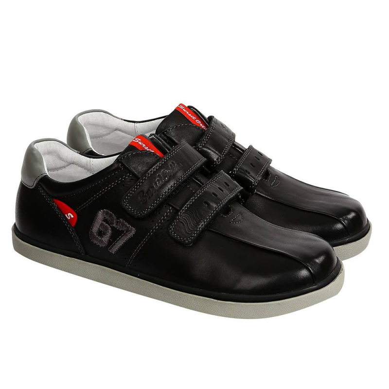 ТуфлиТуфли черногоцвета марки Sursil-Ortho длямальчиков.<br>Профилактическая ортопедическая обувь Сурсил-Орто способствует правильному формированию стопы и предотвращает развитие деформации стоп у детей. Эта обувь изготовлена по специальной технологии и не может нанести вред физиологии и развитию стоп ребенка.<br>Профилактическая обувь Сурсил-Орто способствует: правильной физиологической установке стопы в обуви, формированию правильного стереотипа походки, профилактике развития плоскостопия у детей, формированию правильной осанки у детей.<br>Стильные анатомические туфлина липучках выполнены из натуральной кожи и декорированы вышивкой.Подошва из ТЭПлегкая и упругая,такжеимеет высокую стойкость к истиранию, такая обувь прослужит долго.<br><br>Размер: 36<br>Цвет: Черный<br>Пол: Для мальчика<br>Артикул: 700156<br>Страна производитель: Россия<br>Сезон: Всесезонный<br>Материал верха: Натуральная кожа<br>Материал подкладки: Натуральная кожа<br>Материал стельки: Натуральная кожа<br>Материал подошвы: ТЭП (термопластик)<br>Бренд: Россия