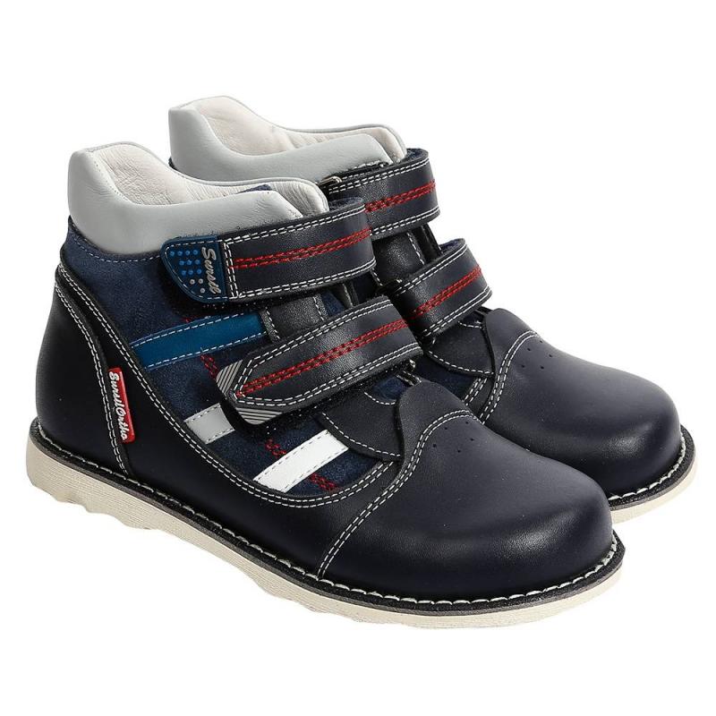 БотинкиБотинки темно-синегоцвета марки Sursil-Ortho длямальчиков.<br>Профилактическая ортопедическая обувь Сурсил-Орто способствует правильному формированию стопы и предотвращает развитие деформации стоп у детей. Эта обувь изготовлена по специальной технологии и не может нанести вред физиологии и развитию стоп ребенка.<br>Профилактическая обувь Сурсил-Орто способствует: правильной физиологической установке стопы в обуви, формированию правильного стереотипа походки, профилактике развития плоскостопия у детей, формированию правильной осанки у детей.<br>Стильные анатомические ботинкина липучках выполнены в насыщенном цвете из натуральной кожи и декорированы контрастными вставками.Подошва из микропористой резины легкая и упругая,такжеимеет высокую стойкость к истиранию, такая обувь прослужит долго.<br><br>Размер: 29<br>Цвет: Темносиний<br>Пол: Для мальчика<br>Артикул: 700161<br>Страна производитель: Россия<br>Сезон: Осень/Зима<br>Материал верха: Натуральная кожа<br>Материал подкладки: Натуральная кожа<br>Материал стельки: Натуральная кожа<br>Материал подошвы: Резина<br>Бренд: Россия