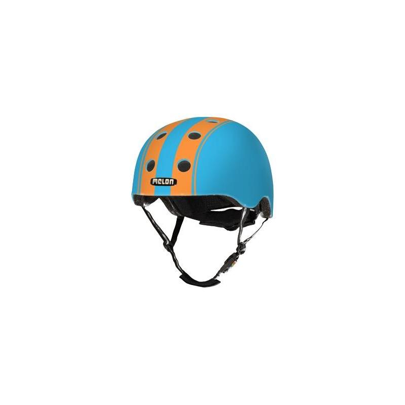 Шлем Double Orange BlueШлем DoubleOrange Blueголубогоцвета марки Melon для мальчиков.<br>Шлем обладает рядом важных преимуществ:- Внутри шлема расположены съемные прокладки Coolmax. Они изготовлены из мягкого пенообразующего материала, что обеспечивает отличный влагообмен и гигиеническую чистоту, т.к. прокладки можно стирать при 30°С.- Шлем оснащен запатентованной системой вентиляции MACS Melon, которая состоит из воздушных каналов и 12 вентиляционных отверстий.- Для безопасной и удобной посадки шлема используется запатентованная система Spin Dial. Она представляет собой кольцо и направляющие, с помощью которых происходит идеальная регулировка посадки. Система съемная.- Внутренняя оболочка сочетает в себе повышенную ударопрочность и вместе с тем суперлегкость. Шлем оснащен интегрированными ремнями, обладающими высокой прочностью при растяжении.- Запатентованная магнитная пряжка Fidlock позволяет с легкостью застегнуть ремни шлема одной рукой.- Вес шлема 250 грамм (*без съемной системы Spin Dial).- Высокая степень безопасности достигается также при помощи светоотражающих вставок в ремнях, стикерах и логотипах на поверхности шлема.<br>Размеры:S – окружность головы 46-52 см.L – окружность головы 52-58 см.XXL – окружность головы 58-63 см.<br><br>Цвет: Голубой<br>Размер: Без размера<br>Пол: Для мальчика<br>Артикул: 677262<br>Бренд: Германия<br>Страна производитель: Китай