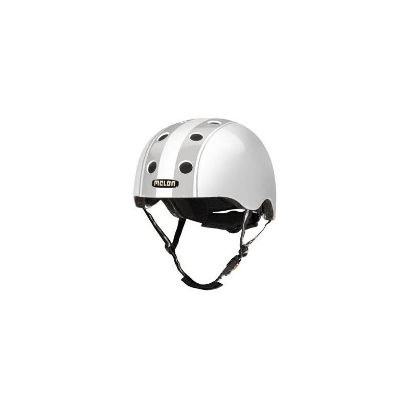 Шлем Decent Double GreyШлем Decent Double Grey серогоцвета марки Melon.<br>Шлем обладает рядом важных преимуществ:- Внутри шлема расположены съемные прокладки Coolmax. Они изготовлены из мягкого пенообразующего материала, что обеспечивает отличный влагообмен и гигиеническую чистоту, т.к. прокладки можно стирать при 30°С.- Шлем оснащен запатентованной системой вентиляции MACS Melon, которая состоит из воздушных каналов и 12 вентиляционных отверстий.- Для безопасной и удобной посадки шлема используется запатентованная система Spin Dial. Она представляет собой кольцо и направляющие, с помощью которых происходит идеальная регулировка посадки. Система съемная.- Внутренняя оболочка сочетает в себе повышенную ударопрочность и вместе с тем суперлегкость. Шлем оснащен интегрированными ремнями, обладающими высокой прочностью при растяжении.- Запатентованная магнитная пряжка Fidlock позволяет с легкостью застегнуть ремни шлема одной рукой.- Вес шлема 250 грамм (*без съемной системы Spin Dial).- Высокая степень безопасности достигается также при помощи светоотражающих вставок в ремнях, стикерах и логотипах на поверхности шлема.<br>Размеры:S – окружность головы 46-52 см.L – окружность головы 52-58 см.XXL – окружность головы 58-63 см.<br><br>Цвет: Серый<br>Размер: Без размера<br>Пол: Не указан<br>Артикул: 677270<br>Бренд: Германия<br>Страна производитель: Китай