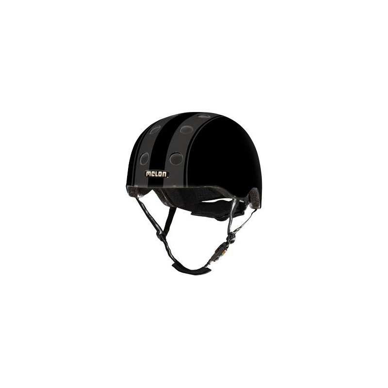Шлем Decent Double BlackШлем Decent Double Black чёрногоцвета марки Melon для мальчиков.<br>Шлем обладает рядом важных преимуществ:- Внутри шлема расположены съемные прокладки Coolmax. Они изготовлены из мягкого пенообразующего материала, что обеспечивает отличный влагообмен и гигиеническую чистоту, т.к. прокладки можно стирать при 30°С.- Шлем оснащен запатентованной системой вентиляции MACS Melon, которая состоит из воздушных каналов и 12 вентиляционных отверстий.- Для безопасной и удобной посадки шлема используется запатентованная система Spin Dial. Она представляет собой кольцо и направляющие, с помощью которых происходит идеальная регулировка посадки. Система съемная.- Внутренняя оболочка сочетает в себе повышенную ударопрочность и вместе с тем суперлегкость. Шлем оснащен интегрированными ремнями, обладающими высокой прочностью при растяжении.- Запатентованная магнитная пряжка Fidlock позволяет с легкостью застегнуть ремни шлема одной рукой.- Вес шлема 250 грамм (*без съемной системы Spin Dial).- Высокая степень безопасности достигается также при помощи светоотражающих вставок в ремнях, стикерах и логотипах на поверхности шлема.<br>Размеры:S – окружность головы 46-52 см.L – окружность головы 52-58 см.XXL – окружность головы 58-63 см.<br><br>Цвет: Черный<br>Размер: Без размера<br>Пол: Для мальчика<br>Артикул: 677278<br>Бренд: Германия<br>Страна производитель: Китай