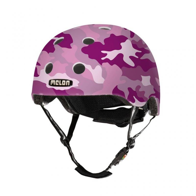 Шлем Camouflage PinkШлем Camouflage Pink розовогоцвета марки Melon для девочек.<br>Шлем обладает рядом важных преимуществ:- Внутри шлема расположены съемные прокладки Coolmax. Они изготовлены из мягкого пенообразующего материала, что обеспечивает отличный влагообмен и гигиеническую чистоту, т.к. прокладки можно стирать при 30°С.- Шлем оснащен запатентованной системой вентиляции MACS Melon, которая состоит из воздушных каналов и 12 вентиляционных отверстий.- Для безопасной и удобной посадки шлема используется запатентованная система Spin Dial. Она представляет собой кольцо и направляющие, с помощью которых происходит идеальная регулировка посадки. Система съемная.- Внутренняя оболочка сочетает в себе повышенную ударопрочность и вместе с тем суперлегкость. Шлем оснащен интегрированными ремнями, обладающими высокой прочностью при растяжении.- Запатентованная магнитная пряжка Fidlock позволяет с легкостью застегнуть ремни шлема одной рукой.- Вес шлема 250 грамм (*без съемной системы Spin Dial).- Высокая степень безопасности достигается также при помощи светоотражающих вставок в ремнях, стикерах и логотипах на поверхности шлема.<br>Шлем выполнен в оригинальной камуфляжной расцветке.<br>Размеры:S – окружность головы 46-52 см.L – окружность головы 52-58 см.XXL – окружность головы 58-63 см.<br><br>Цвет: Розовый<br>Размер: Без размера<br>Пол: Для девочки<br>Артикул: 677281<br>Бренд: Германия<br>Страна производитель: Китай