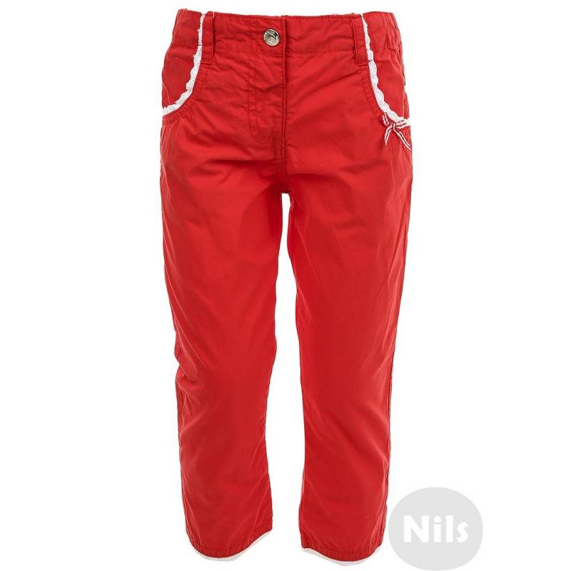 БрюкиКрасные брюки марки BIMBALINA для девочек. Брюки с карманами выполнены из стопроцентного хлопка, застегиваются на кнопку. Карманы и низ брюк декорированы кружевной тесьмой. Задний карман украшен стразами. Пояс регулируется специальными пуговицами на внутренней стороне.<br><br>Размер: 9 месяцев<br>Цвет: Красный<br>Рост: 74<br>Пол: Для девочки<br>Артикул: 606833<br>Страна производитель: Китай<br>Сезон: Весна/Лето<br>Состав: 100% Хлопок<br>Бренд: Испания