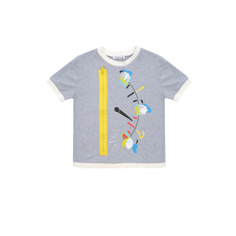 ФутболкаФутболкасерогоцвета из коллекцииDanger D марки De Salitto для мальчиков.<br>Футболкас коротким рукавом, выполненная из хлопка с добавлением эластана,украшенаизображением Дональда Дака и контрастной декоративной молнией.<br><br>Размер: 5 лет<br>Цвет: Серый<br>Рост: 110<br>Пол: Для мальчика<br>Артикул: 680999<br>Бренд: Италия<br>Страна производитель: Китай<br>Сезон: Весна/Лето<br>Состав: 95% Хлопок, 5% Эластан<br>Лицензия: Disney